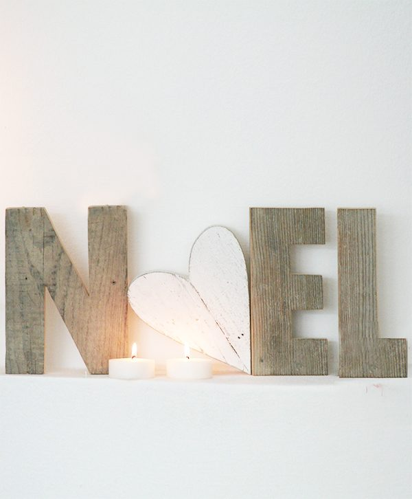 Scritta Noel in legno di recupero con cuore dipinto a mano