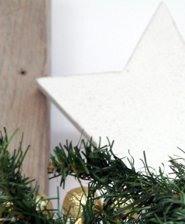 Stella natalizia in legno di recupero naturale o dipinto in colore a scelta