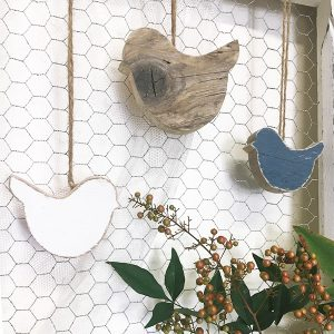 Uccellini da appendere in legno di recupero naturale e colorato a scelta