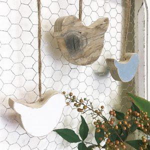 Uccellini in legno di recupero naturale e colorato a scelta