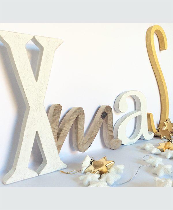 Scritta Xmas in legno per decorare la casa a Natale