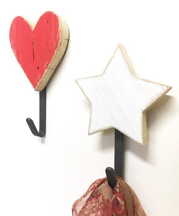 Appendiabiti a scelta con cuore o stella in legno di recupero naturale o colorato