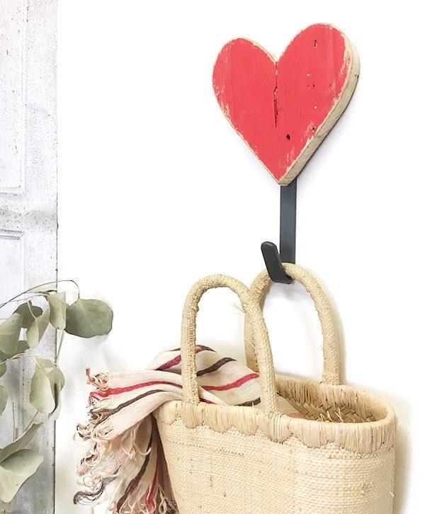 Appendiabiti con cuore in legno di recupero rosso