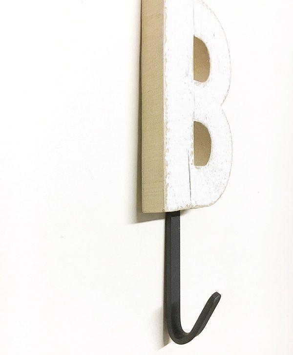 Appendiabiti con iniziale personalizzabile in legno e gancio in ferro