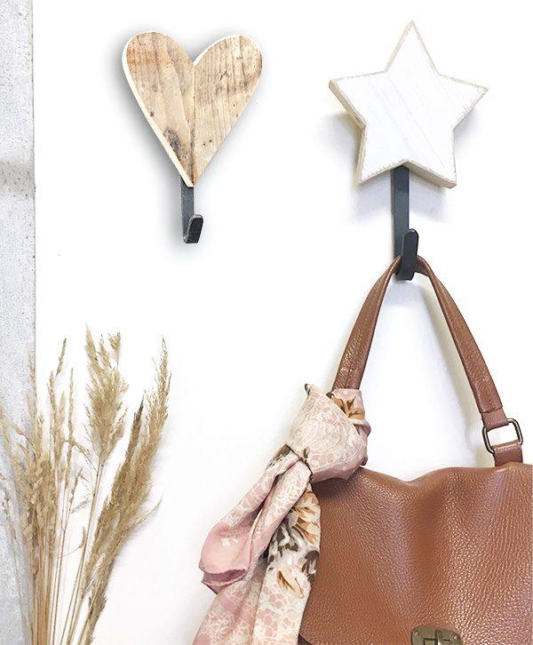 Appendiabiti a scelta con cuore o stella in legno di recupero
