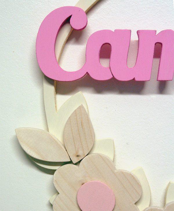 Nome di bambina e decorazioni in legno in colore a scelta