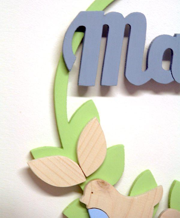 Nome di bambino personalizzabile su ghirlanda in legno