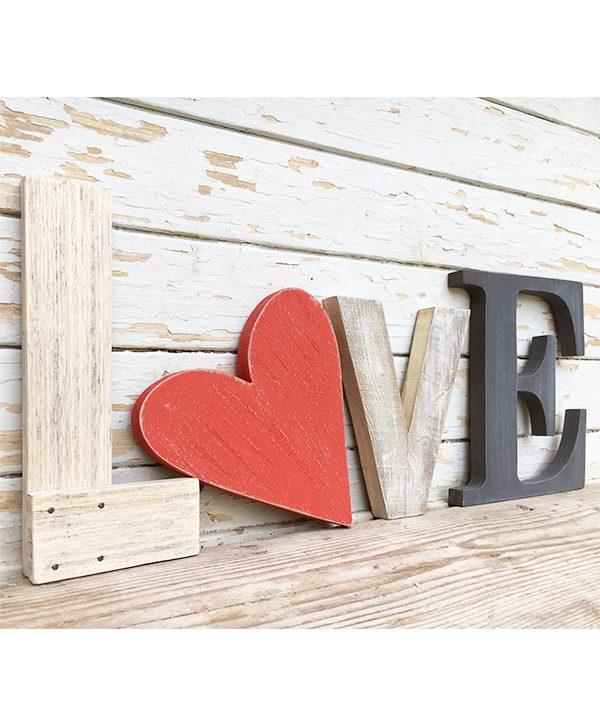 Scritta LOVE in legno di recupero naturale e colorato a scelta