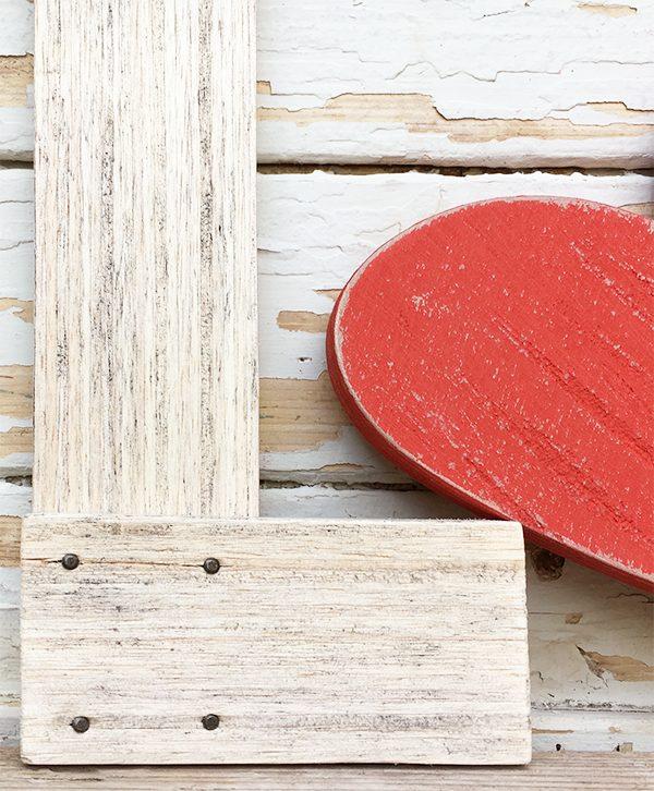 Lettera in legno di recupero inchiodata per scritte decorative personalizzate
