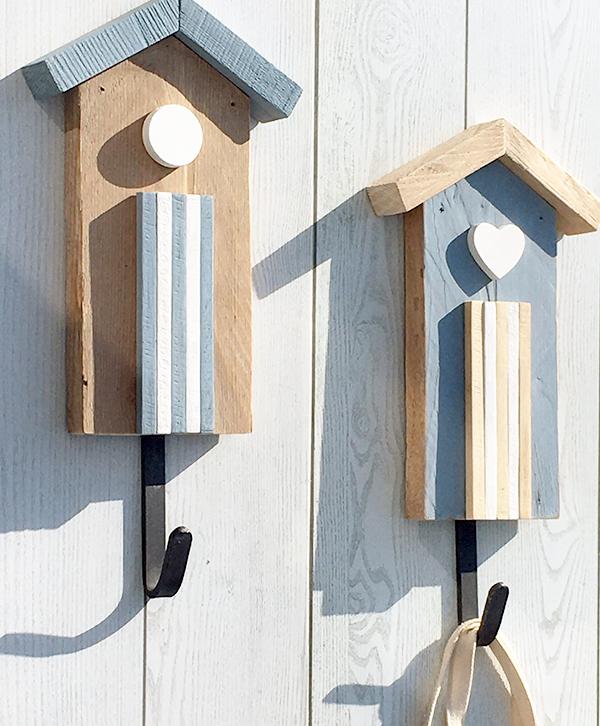 Appendiabiti con gancio in ferro a forma di cabina in legno di recupero
