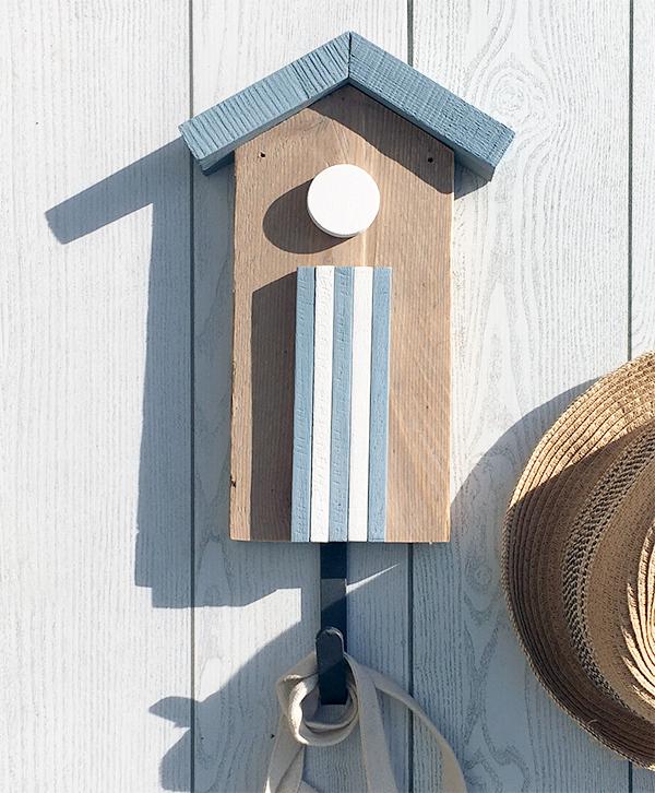 Cabina in legno con gancio appendiabiti per la casa al mare