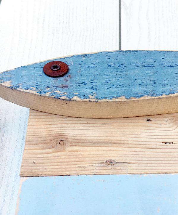 Orologio con pesci in legno di recupero per la casa al mare