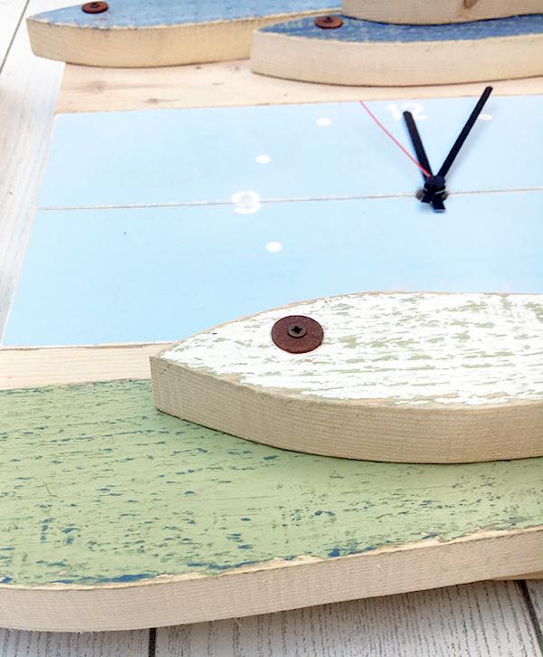 Pesci in legno di recupero dipinti in colori a scelta