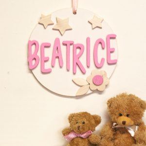 Quadretto per la cameretta con nome bambina e decorazioni a scelta