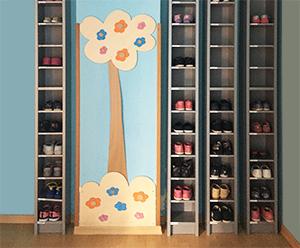 Albero con fiori in legno per decorare una scuola materna