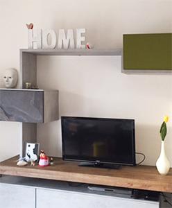 Scritta Home in legno per decorare il salotto
