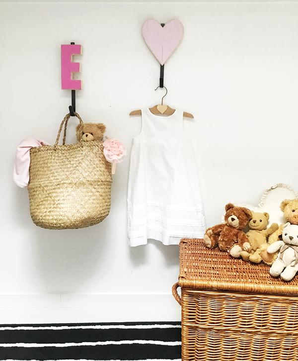 Appendiabiti per bambini con iniziale del nome e cuore per un regalo personalizzato
