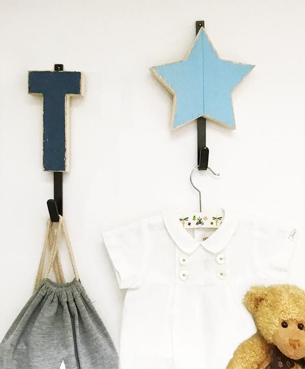 Appendiabiti per bambini personalizzabile con iniziale del nome e stella