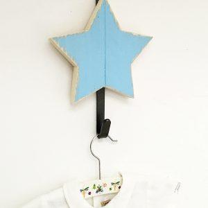 Appendiabiti per bambini con stella in legno personalizzabile nella forma e nei colori