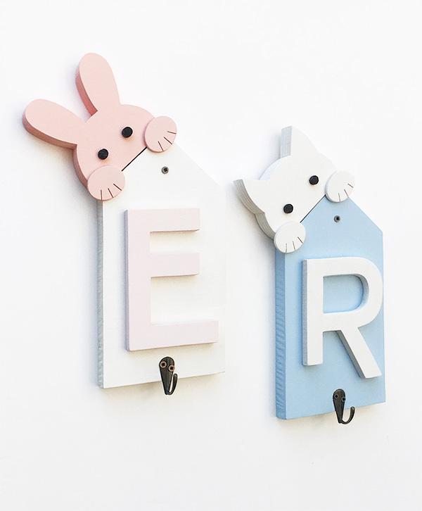 Appendiabiti personalizzabili per bambini con iniziali nomi e animaletti